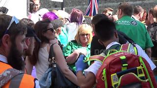 Woman faints in dense crowds at Royal wedding - Video