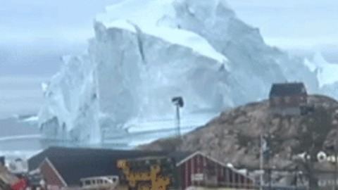Chunk of Stray Iceberg Looming Over Icelandic Town Collapses Into Ocean