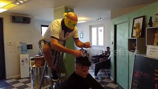 Blindfolded Italian barber performs all sorts of extreme haircuts - Video