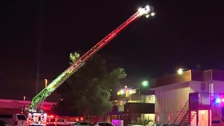Las Vegas apartment fire displaces 10 from homes - Video