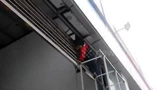 Girl gets hand stuck in shop shutters - Video