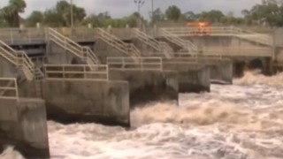 Corps to inspect dike twice a week as water rises - Video