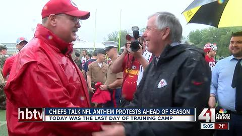 Parson doesn't agree with kneeling during anthem but says players 'have right to express themselves'