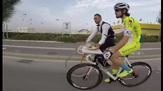 Meals on wheels: Cyclist eats lunch while pedalling