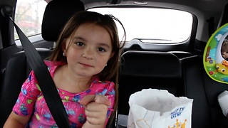 Little girl scolds dad for opening sunroof in rain - Video