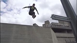 Freerunner performs impressive flips around London - Video