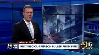 Unconscious man pulled from Glendale apartment fire - Video