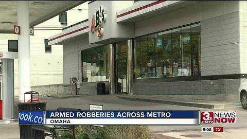 Woman sees armed suspect rob Dundee gas station