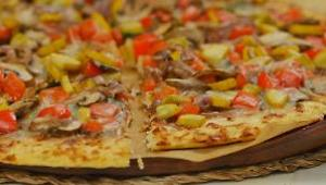 Summer Veggie Pizza with Cauliflower Crust - Video