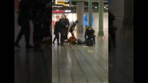 Police Detain Knife-Wielding Man at Airport in Amsterdam