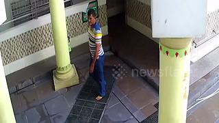 Bungling thief fails to steal money from mosque's donation box - Video