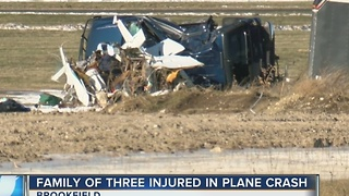 Small plane crashes on takeoff in Brookfield, 2 people hurt - Video