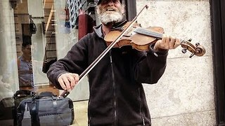 Amazing Violinist Street Performer - Video