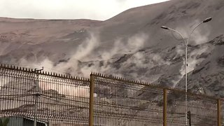 Magnitude 6.2 Earthquake Causes Landslide in Iquique, Chile - Video