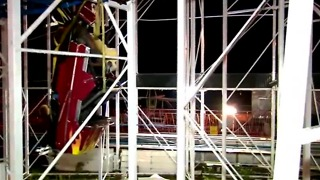 2 people fall 34-feet after roller coaster derails - Video