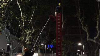 Beer crate climber reaches astonishing height - Video
