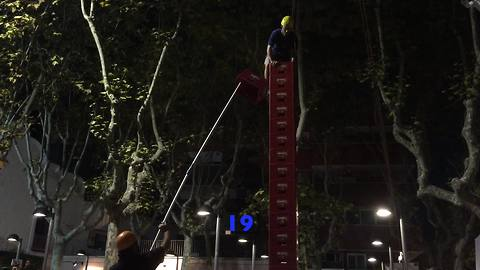 Beer crate climber reaches astonishing height
