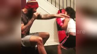 Talented five-year-old boxer trains with her father - Video