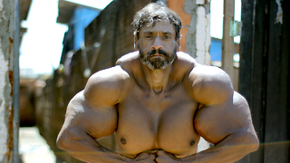 Bodybuilder's Supersized Fake Muscles Could Kill Him: HOOKED ON THE LOOK - Video