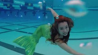 Mermaid fitness class helps woman walk again - Video