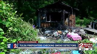 Firefighters check residents' smoke detectors after fatal fire - Video