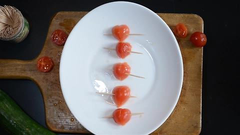How to make cherry tomato hearts