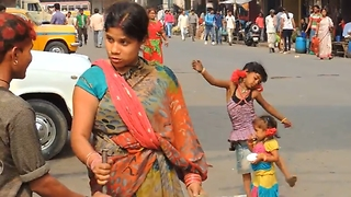 Tightrope set-up for little Indian girl  - Video