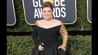 Kelly Clarkson is staying positive amid divorce