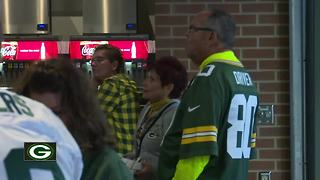 Fans head to Lambeau to watch Packers final preseason game of 2017 - Video