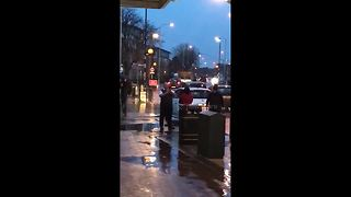 Road collision sparks altercation on East London street - Video