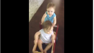 Twins push each other for logistic purposes - Video