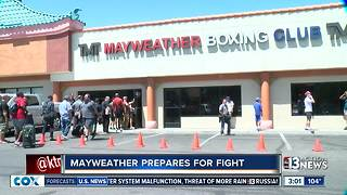 Floyd Mayweather invites media to workout - Video