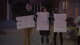 Douglas County School District parents, students rally to demand in-person learning