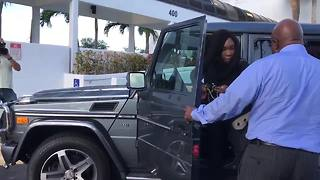 Venus Williams arrives for hearing - Video