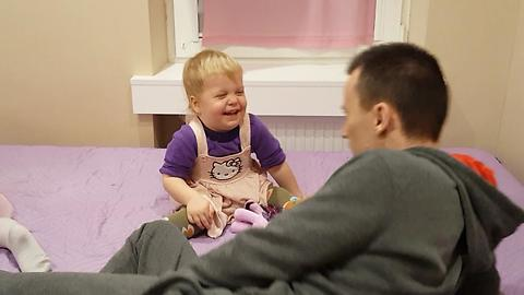 Baby Laughs HYSTERICALLY at Daddy Who Spits out Imaginary Carrots!