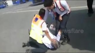 Airline staff assault passenger on airport tarmac - Video
