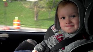 Cute 2-year-old sings 'Somebody That I Used To Know' by Gotye