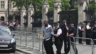 Man Arrested at Westminster on Suspicion of Carrying Knife - Video