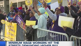 Minimum wage workers hit the streets to demand higher wages - Video