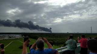 Explosion on SpaceX Launch Pad at Cape Canaveral Air Force Station - Video