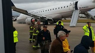 SkyWest Passengers Ready for 'Multiple Impacts' as Crew Warns of Emergency Landing - Video