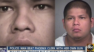 A Circle K employee assaulted with her own gun in Phoenix - Video