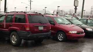Suspect Steals Stereo Systems From 6 Vehicles - Video