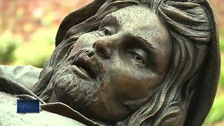 St. Norbert putting up new sculpture on campus - Video