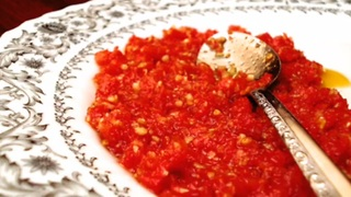 How to make a sun-dried tomato pesto in one minute - Video