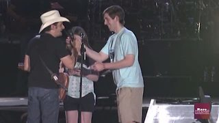 Brad Paisley assists in wedding proposal | Rare Country - Video