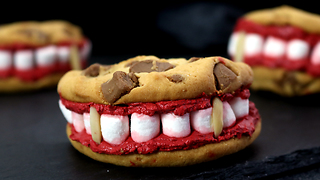 How To Make 'Scary' Dracula Cookies For Your Halloween Party - Video