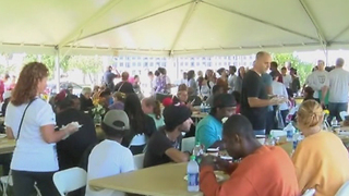 Ministry provides early Thanksgiving to the homeless in West Palm Beach - Video