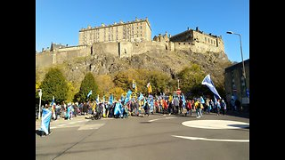 Thousands March in Edinburgh For Scottish Independence - Video