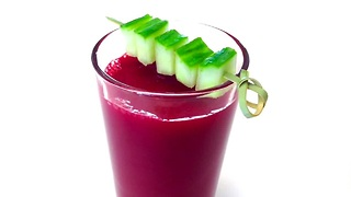 How to make a healthy carrot, cucumber and beet juice - Video